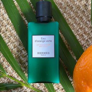 10.8oz total Eau d'orange verte body lotion